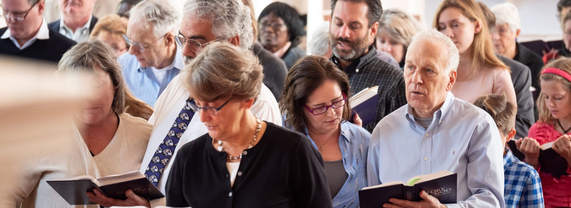 A group of congregants sings hymns.